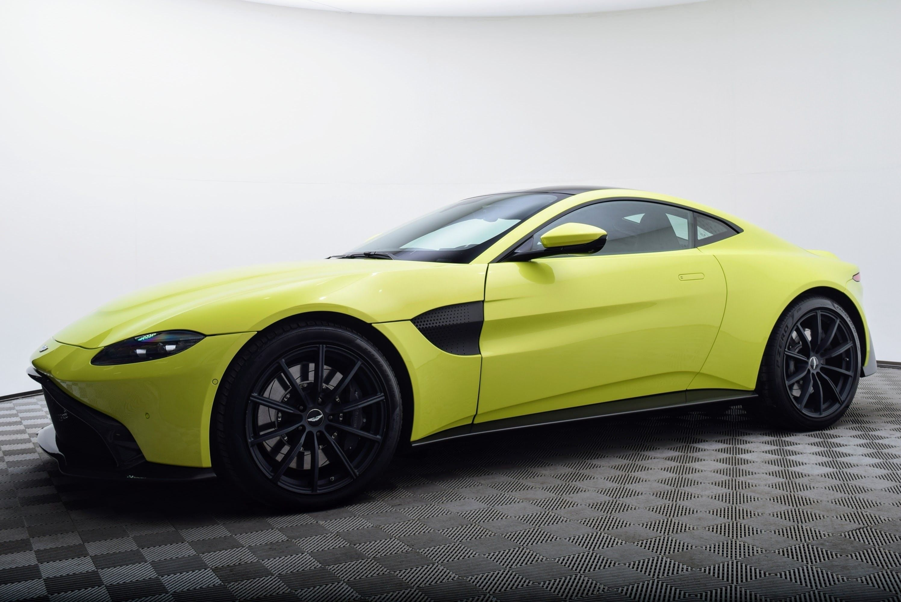 2019 Aston Martin Vanquish Bringing Reality Specs And Review Car