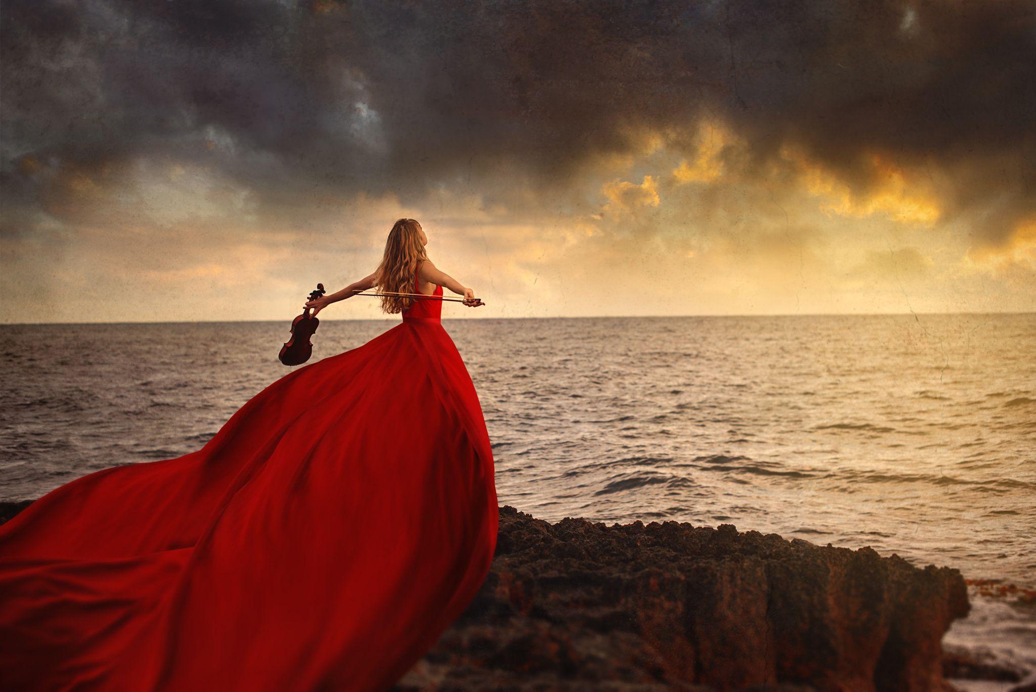 развесили залах вечернее платье сзади у моря фото меня осталось