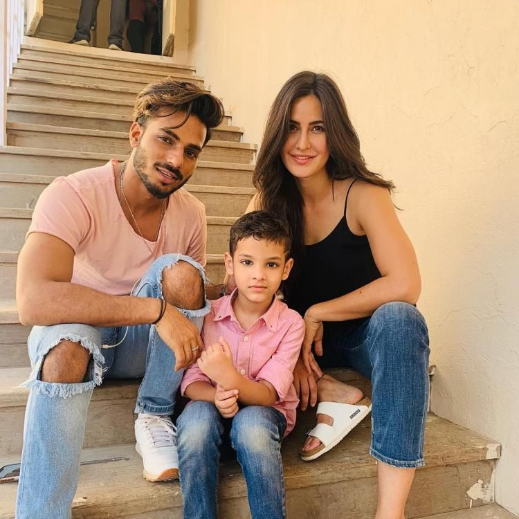 Katrina Kaif Is All Smiles With Her Two Favourite Boys In This Adorable Picture Katrina Kaif Hot Pics Katrina Kaif Photo Katrina Kaif