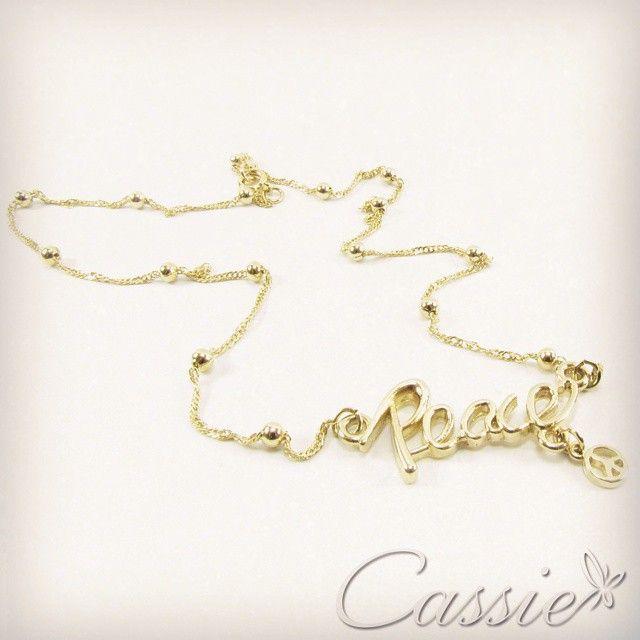 Colar Peace, com detalhes de bolinhas, com pingente Peace e o símbolo da Paz. www.cassie.com.br ✌ #cassie #semijoia #acessórios #moda #fashion #estilo #inspiração #happy #good #picoftheday #Peace