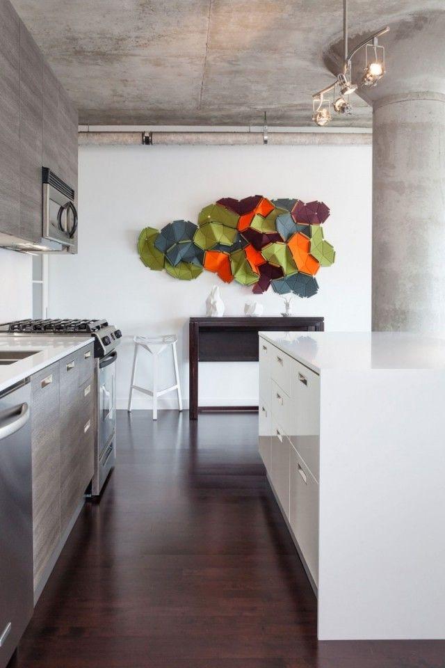 küche mit kochinsel-glänzende oberflächen-loft cloud-wanddeko-bunt