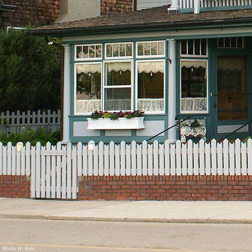 Simple Picket Fence: Pinterest