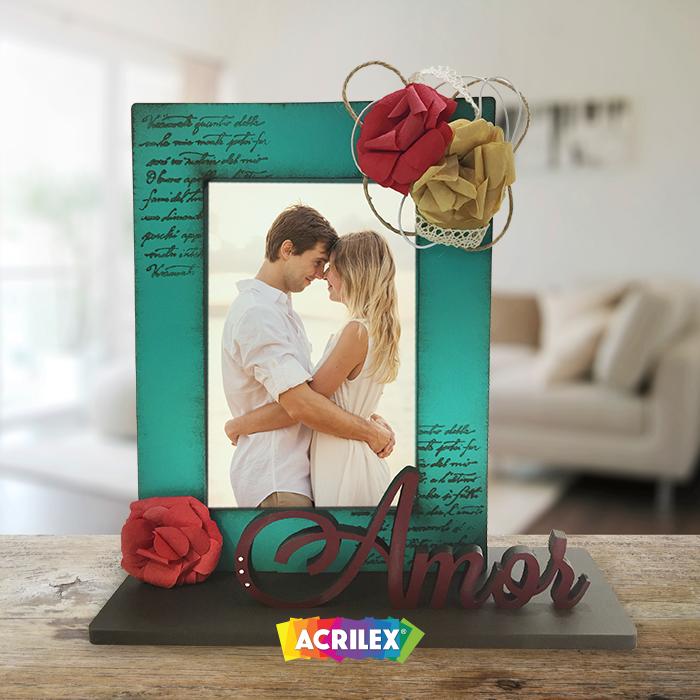 O Dia dos Namorados está chegando! Que tal presentear aquela pessoa especial com um porta-retratos feito por você? Confira o passo a passo: http://acrilex.com.br/tecnicaDetalhe.asp?id=468.