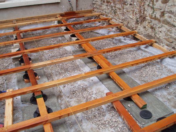 Construire une terrasse en bois sur terre jardin Pinterest - construire sa terrasse en bois soimeme
