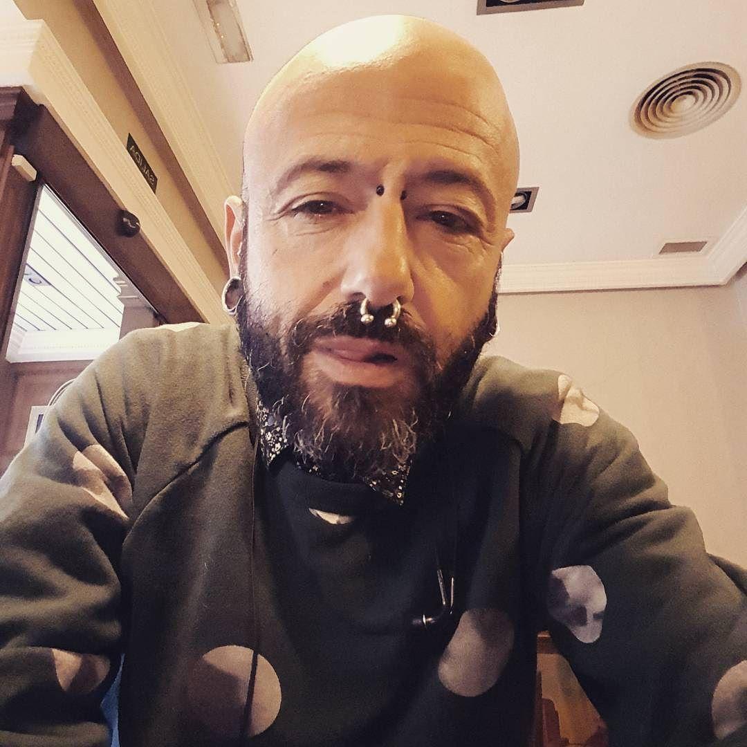 Intentado  abrir  los ojos #martes #barbastyle #barbu #barba #hispters #hispteria #hispterstyle #man #beard #instabear #instagram #selfie #new #newstyle #tatuajes #tattoo #tattosmodel #tattosboys #tattoman by rafabarbu