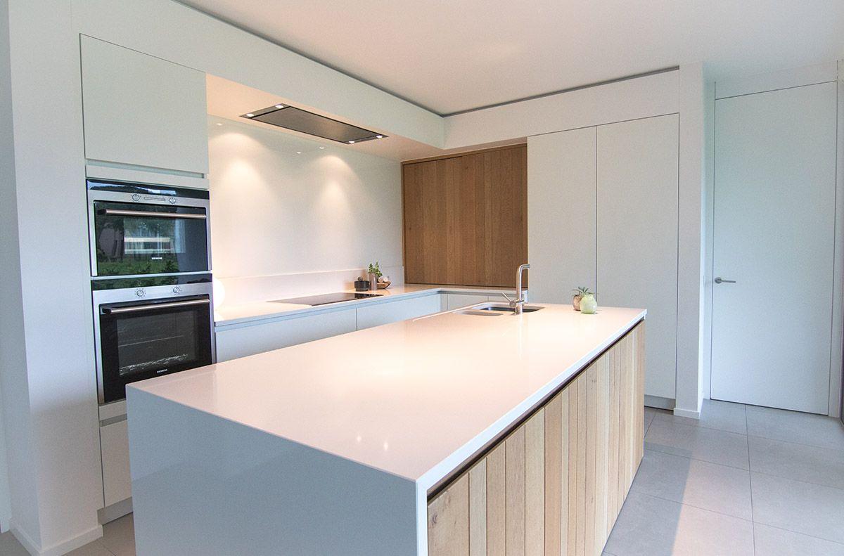 Moderne keuken silestone composiet fineer witte lak