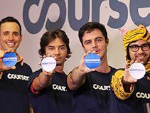 Coursera è una azienda tecnologica educazionale che collabora con numerose università e organizzazioni in tutto il mondo per offrire corsi on-line gratuiti, conosciuti come MOOCs (Massive Online Open Courses). Attualmente mette a disposizione circa 400 corsi in svariate discipline.