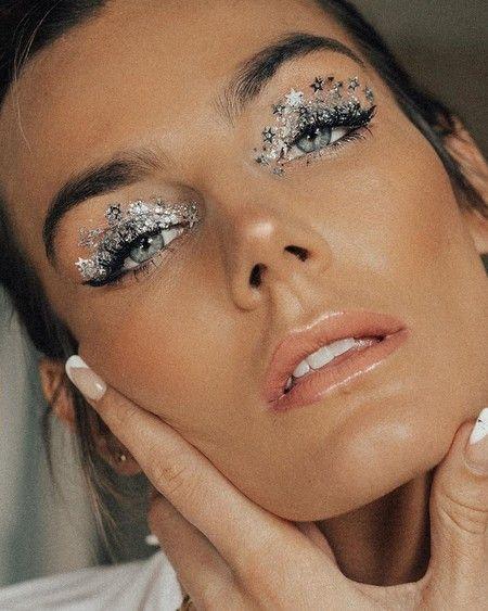 Photo of Aprovecha el tiempo en casa para experimentar con tu maquillaje: estas propuestas son perfectas para romper con todo