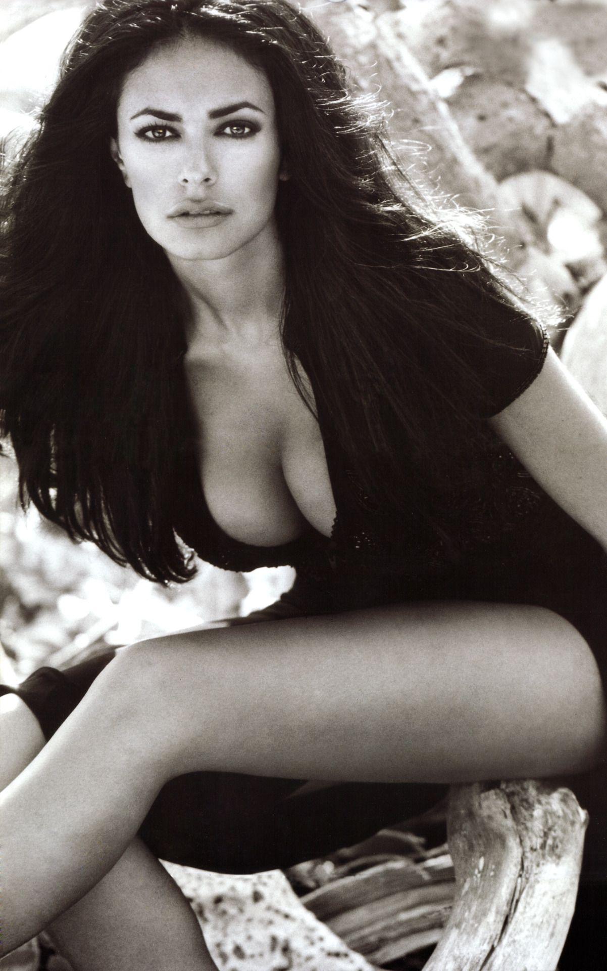 Cucinotta maria bare breasts 13