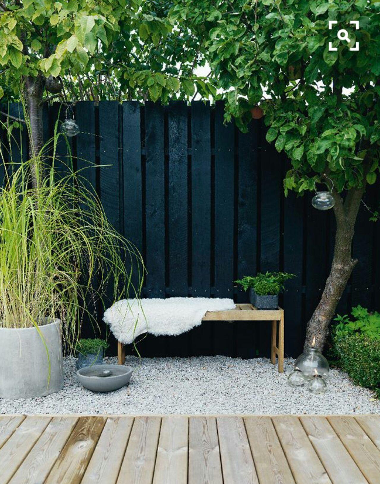 black garden fence and decking schwarzer gartenzaun und decking black garden fence and decking Destiny black garden Rocks black garden black garden All