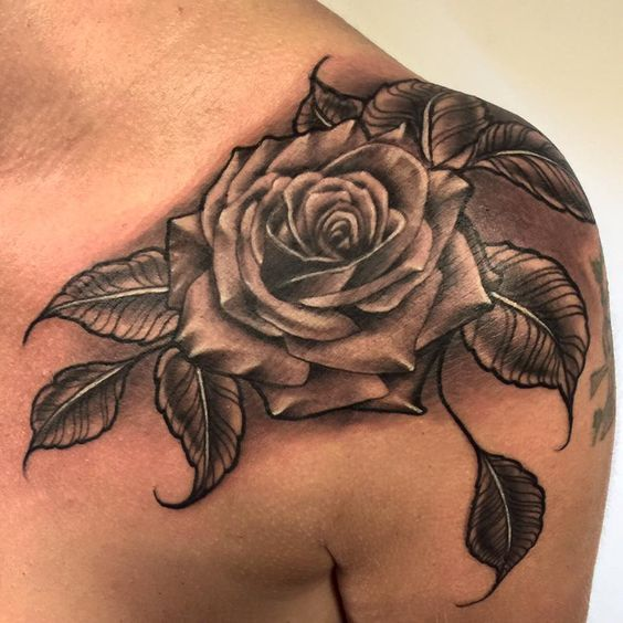Tatuajes De Rosas Para Hombre Impresionantes 372 Fotos Rose Tattoos For Men Mens Shoulder Tattoo Rose Chest Tattoo