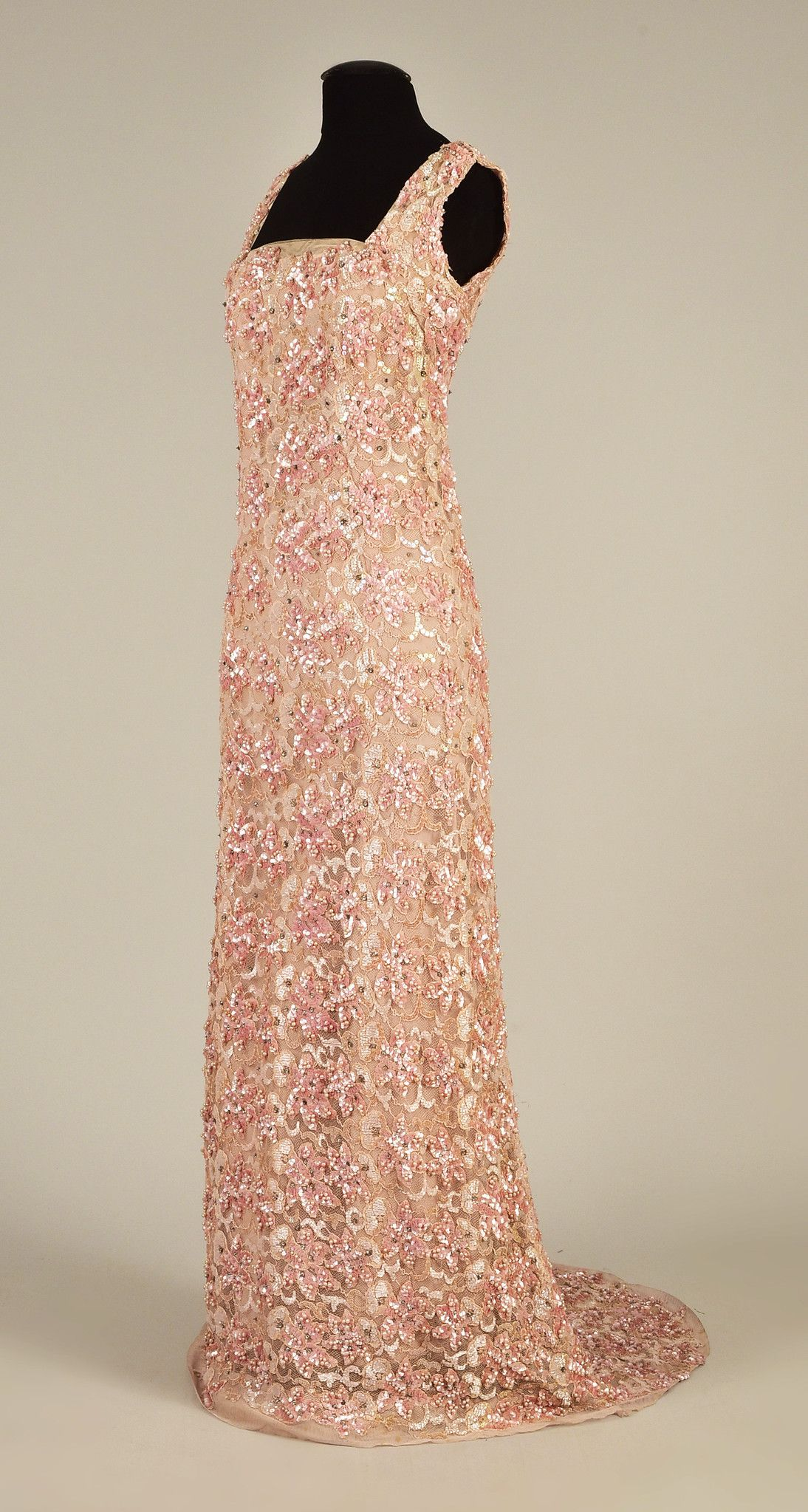 Lot queen maryus beaded and sequined gown s