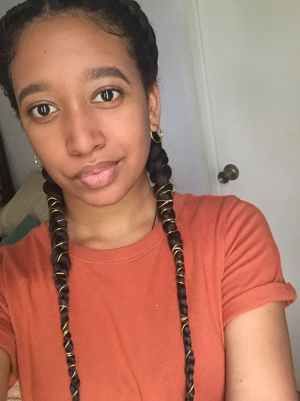 29+ Braids with gold string trends