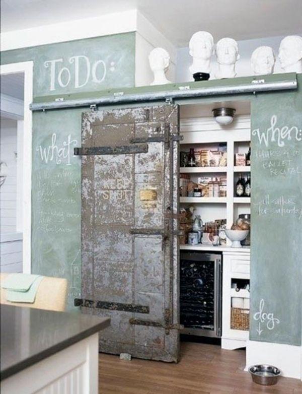 schiebetüre aus holz im interieur küchenschrank verstecken | wohnbar ...