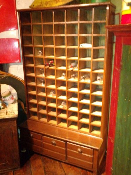 Antique pine display case or apothecary cabinet with 77 for Case kijiji