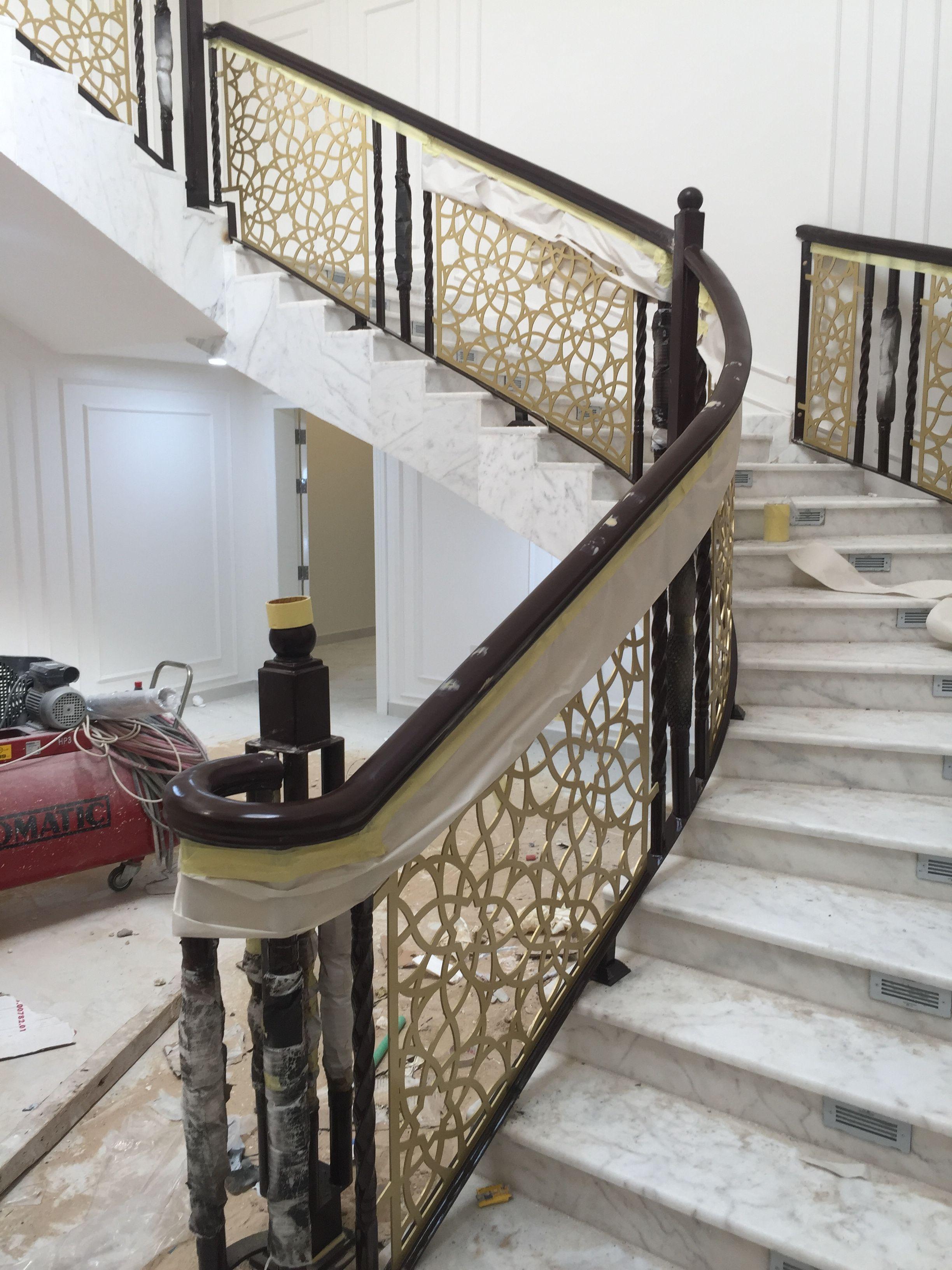 Pin By ابواب درج حديد القصور الذهبية On درج داخلي Staircase Railing Design Stair Railing Design Railing Design