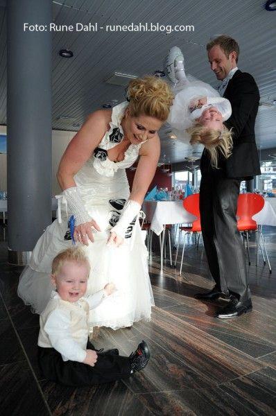 Bryllup i forskningsparken (Ikke en fotograf æ anbefale forresten). Må si at æ syns bordan så traurig ut sånn som d der, ditt kommer til å bli MYEMYE finere!