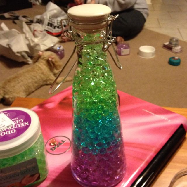 Cute idea.. I just made this!  All it is: odor neutralizing gel beads and a plain glass jar!