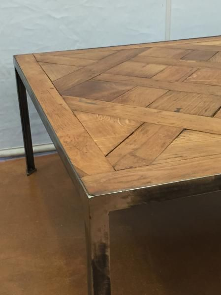 Lot   Table basse à panneau de parquet Versailles. Piètement en acier  contemporain. 43 x ...    Dans la vente Mobilier et Objets d Art - Dessins  et Tableaux ... 841d8620231e