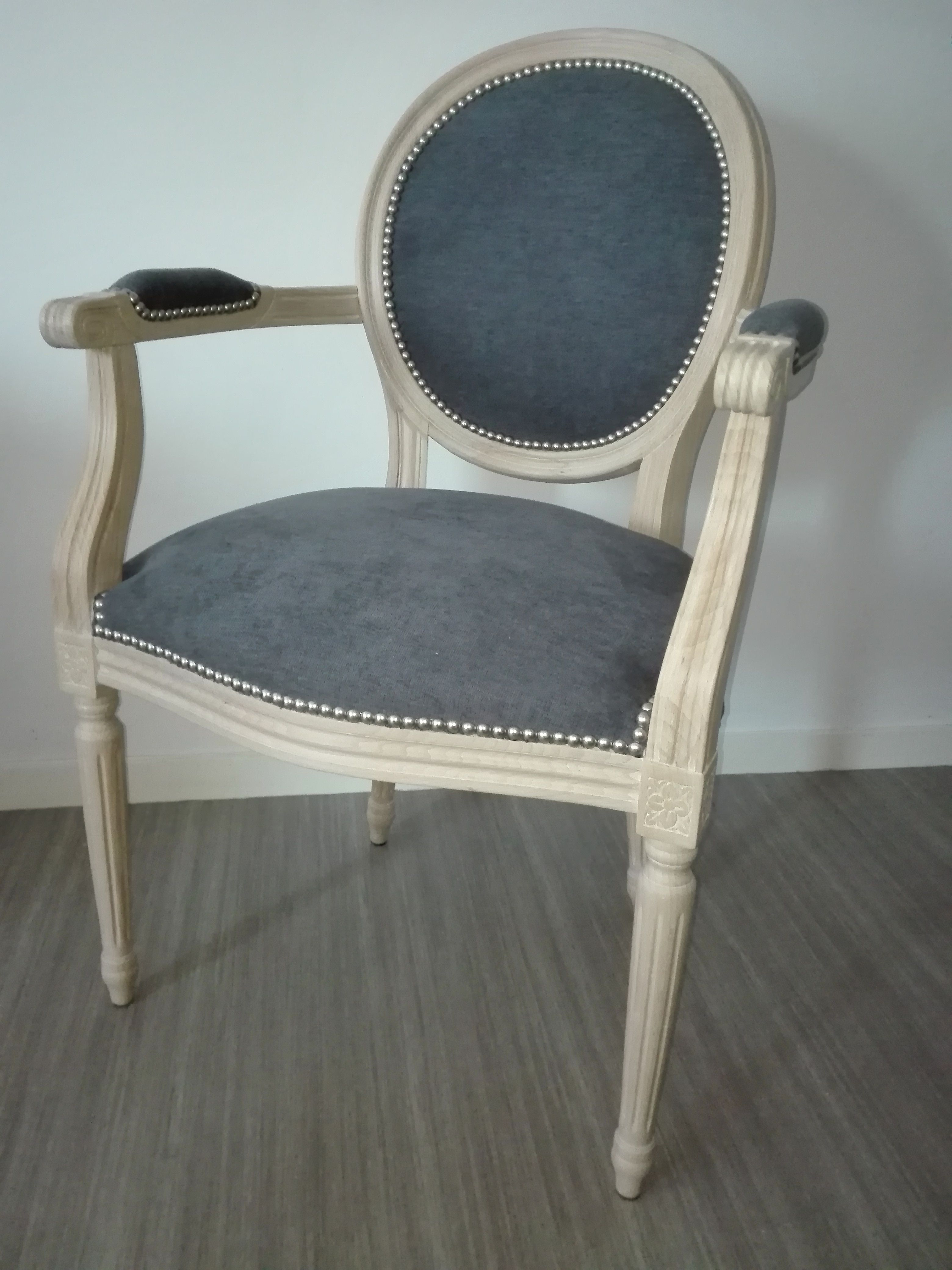 Fauteuil Medaillon Relooke Bois Clair Tissu Velours Anthracite