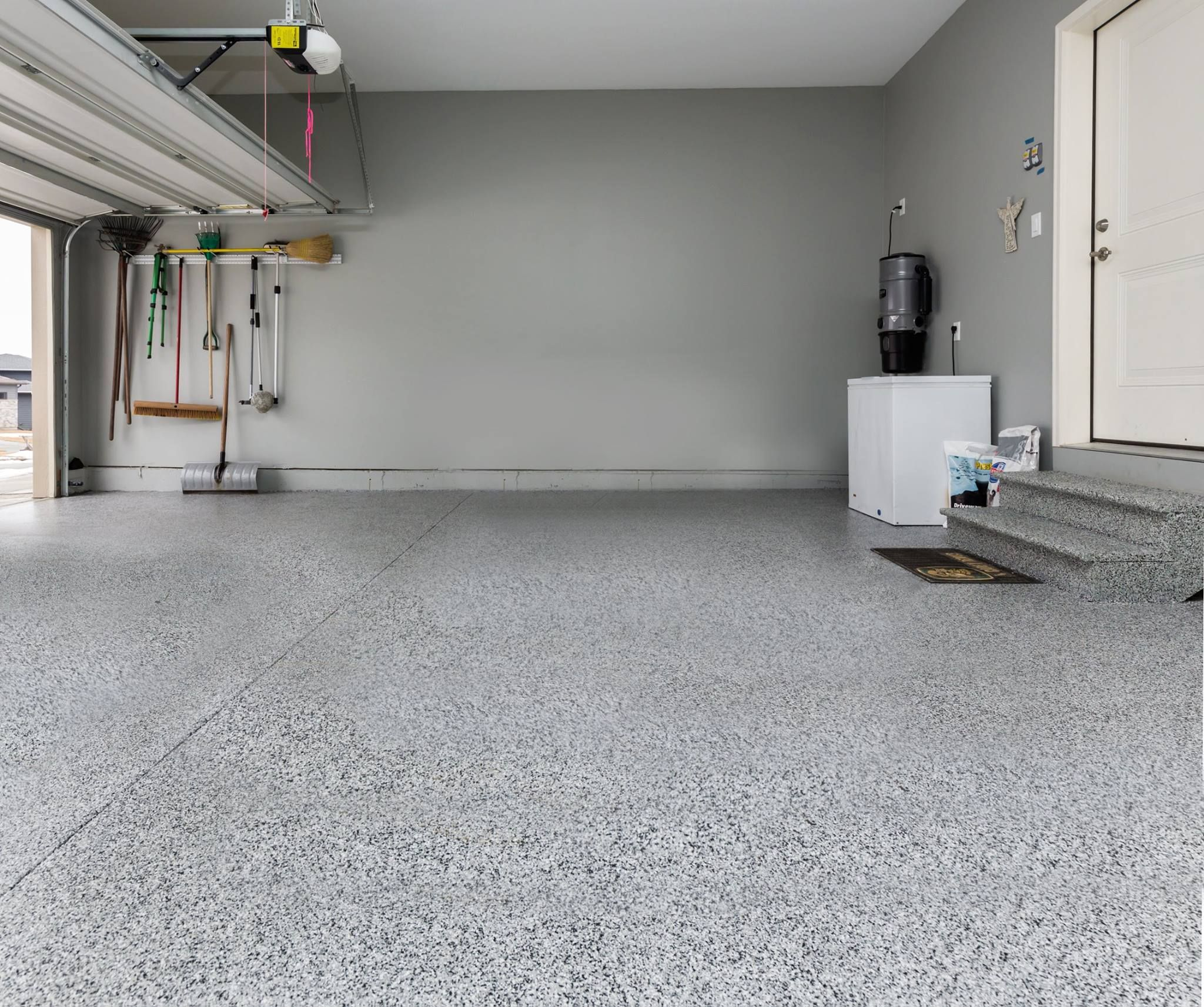 Epoxy Flake Flooring Contractor Council Bluffs IA (With