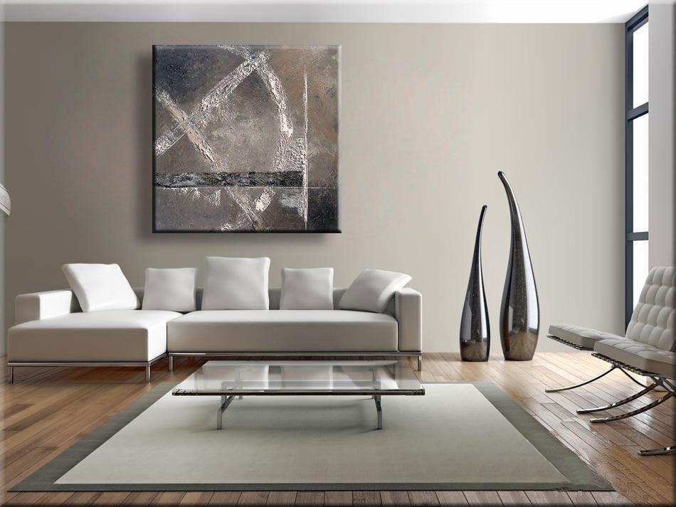 Taupe wand met abstract schilderij interieur taupe