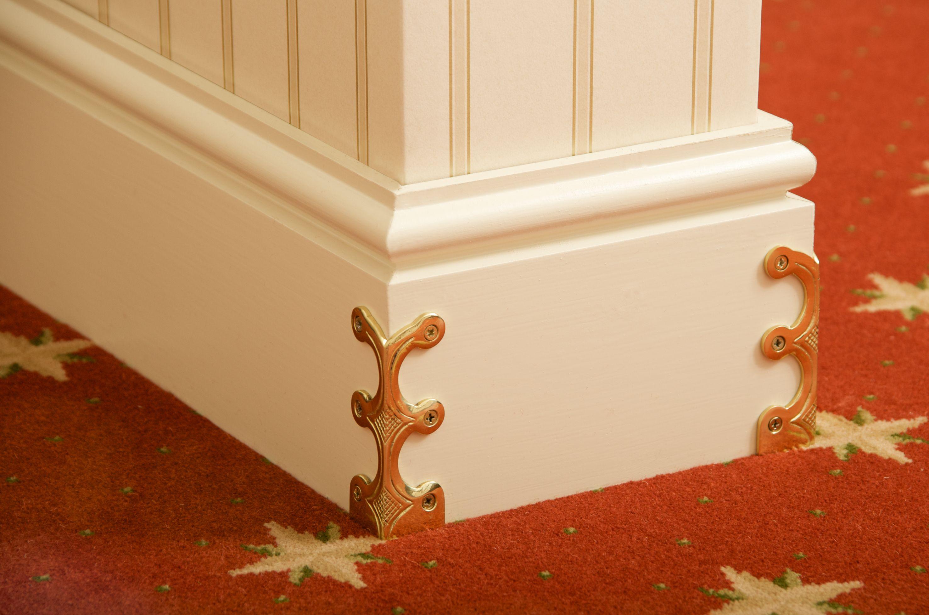 kantenschutz f r sockelleisten messing gl nzend 107 mm h kantenschutz f r. Black Bedroom Furniture Sets. Home Design Ideas