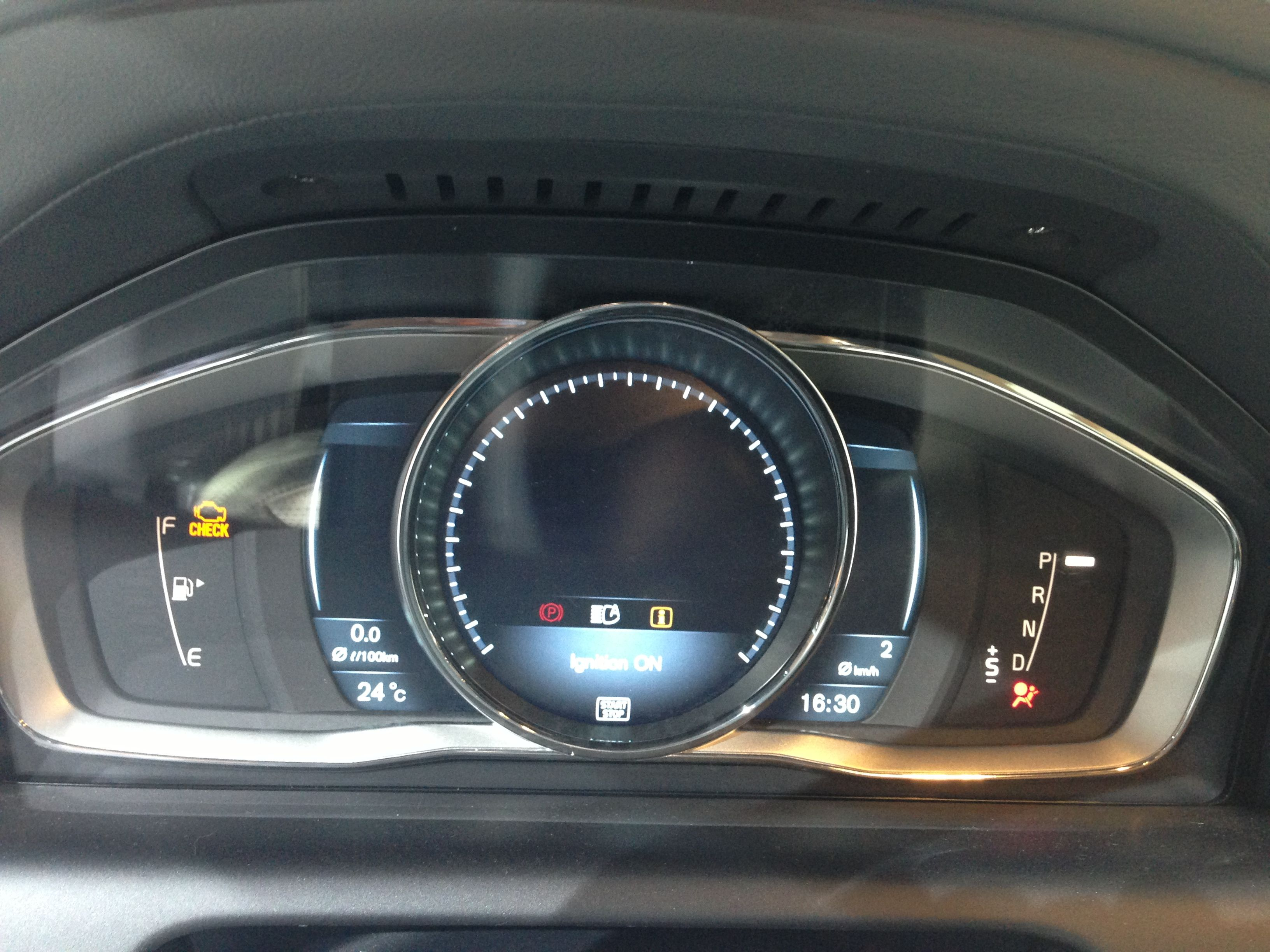 The new TFT display dashboard for the 2014 Volvo XC60