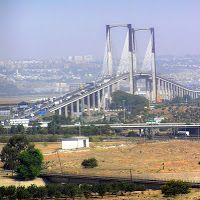 Puente del V centenario: Una caótica entrada a Sevilla en http://josantonius.blogspot.com/