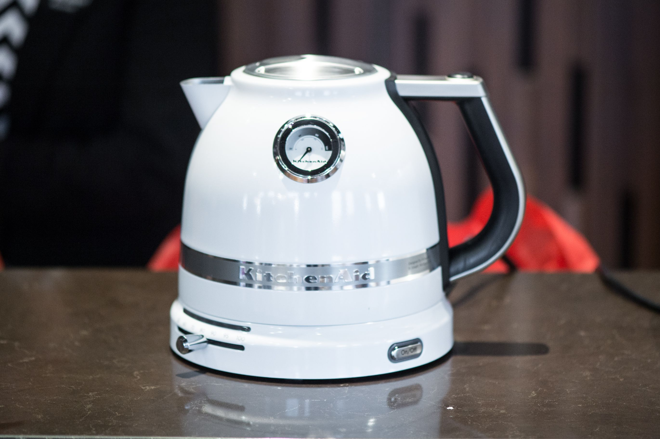 The KitchenAid® Pro Line® Series 1440-Watt Electric Kettle ...