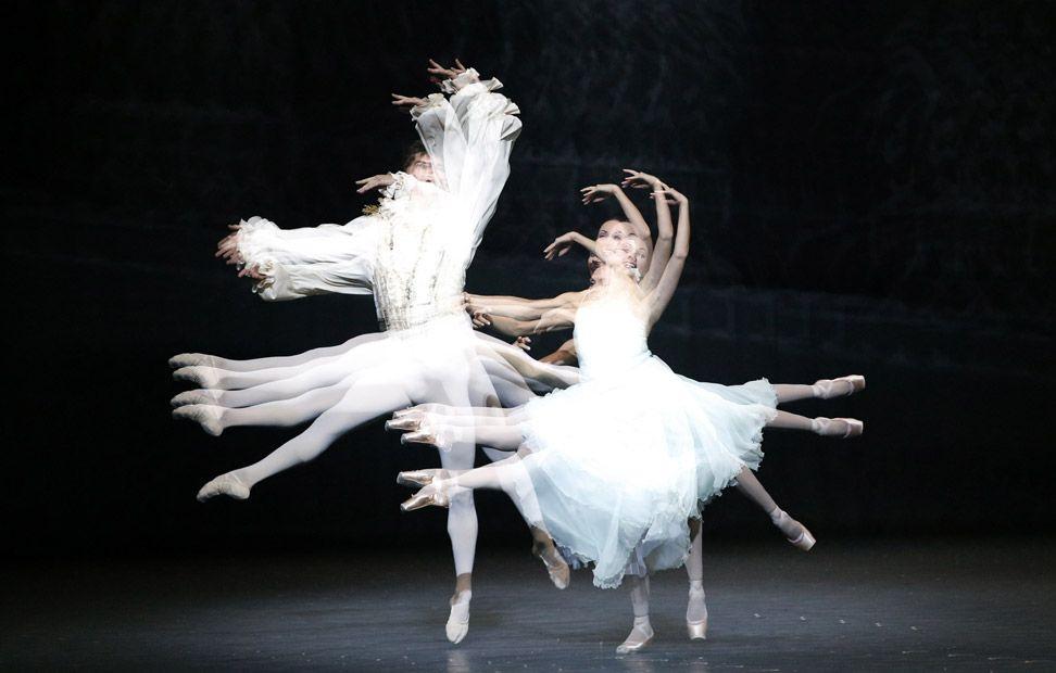 Bailarines De La ópera Estatal De Viena Durante El Ensayo General De La Obra El Cascanueces Fotografíados Con Flash E Estroboscópico Cascanueces Fotografia
