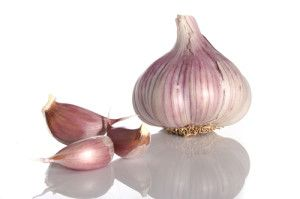 Almost there is no cuisine in the world that does not use garlic to spice and add flavor the foods! Of course, there are a few communities that prohibits the use of garlic in certain auspicious days.
