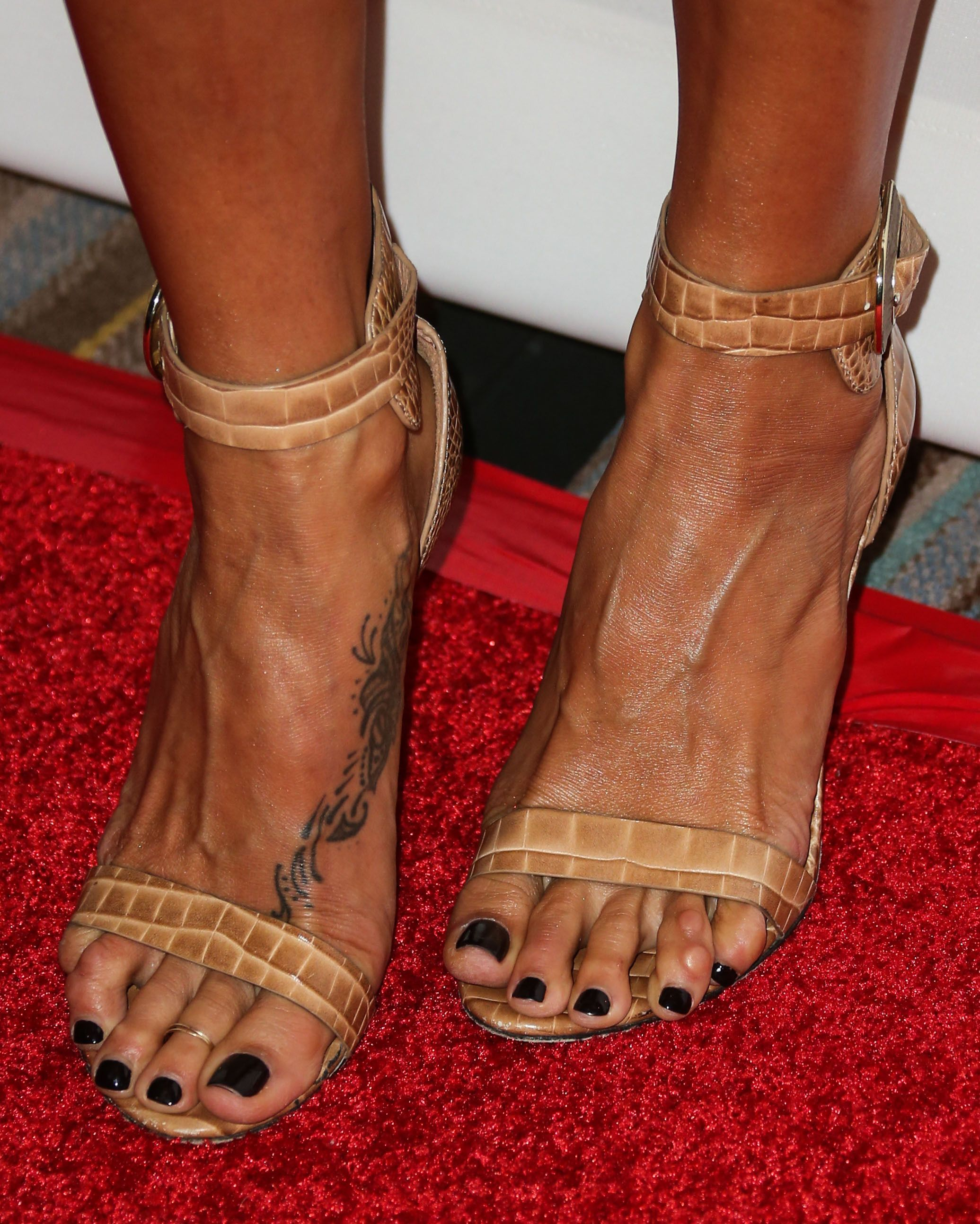 International Celebrity Feet's 'pic Of The Day' Hq Images Of Celebrity Feet