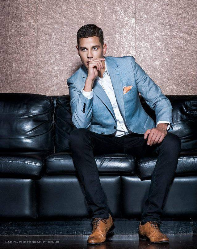 Scott Thomas I Love The Complete Look The Shoes Pants Shirt Jacket Pocket Square And His Hair Mens Outfits Casual Fashion Men Casual