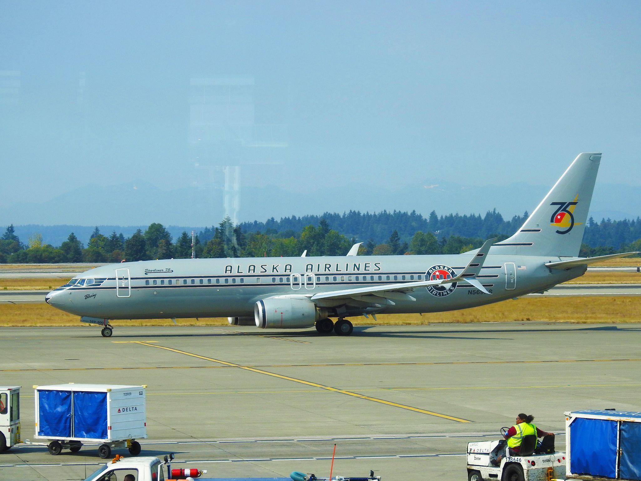 Alaska AIrlines Boeing 737890 N569AS Seattle