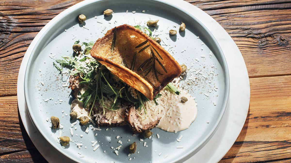 Poledwiczki W Sosie Tunczykowym M Jak Mieso 2 Poledwiczki Wieprzowe 40 G Kaparow 50 G Parmezanu Sos 1 Puszka Tunczyka W Oleju 200 G Ma In 2021 Food Pork Meat