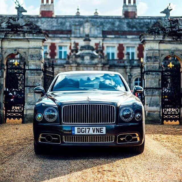 "Gefällt 79.6 Tsd. Mal, 184 Kommentare - Bentley Motors Official (@bentleymotors) auf Instagram: ""@Petrolicious makes a grand exit from @Somerleyton Hall and Gardens in an Anthracite #Mulsanne…"""