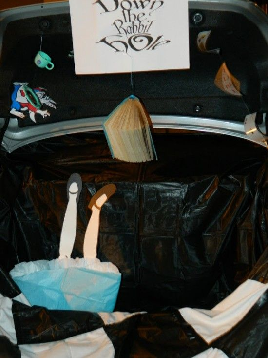28 Clever Trunk or Treat Ideas #trunkortreatideasforcarsforchurch