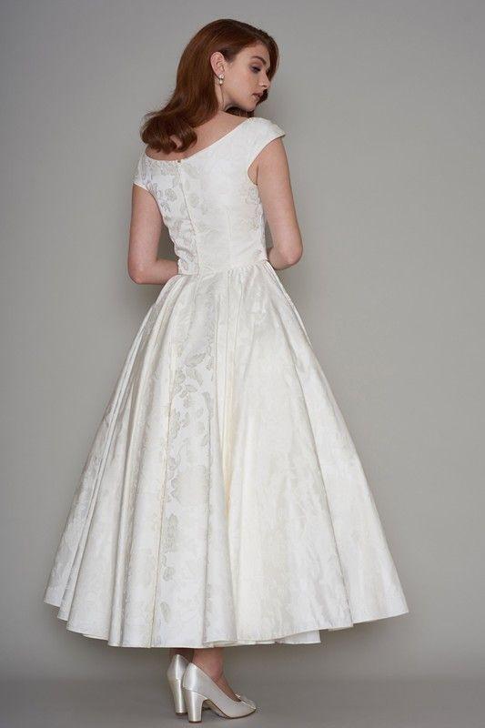 تواجدك القسم بفستان زفاف