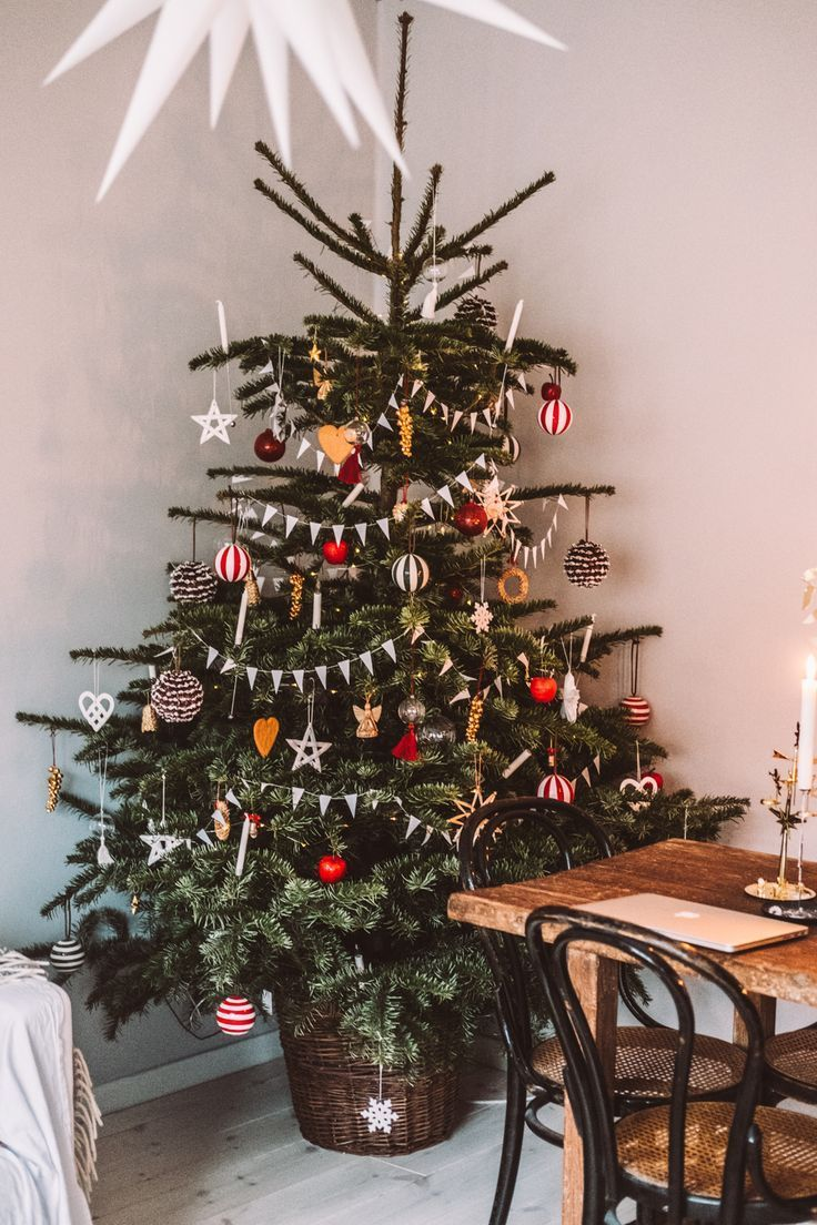 Pin By Kathrin Odierno Funk On Christmas In 2020 Ikea Christmas Scandinavian Christmas Christmas Tree In Basket