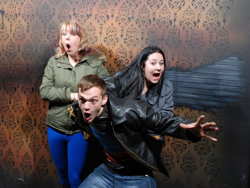 Niagara Falls Haunted House Fear Factory Funny Pictures Of Scared - 22 side splitting haunted house reactions
