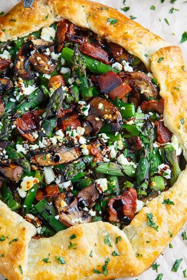 ASPARAGUS AND MUSHROOM GALETTE WITH BACON AND GOAT CHEESE (45 MINUTES)