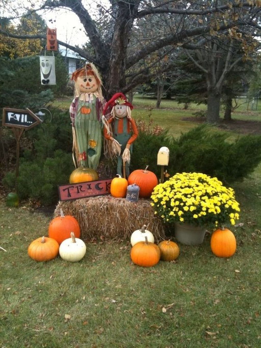 37 Lovely Fall Theme Garden Decor Ideas That You Will Like Belihouse Fall Yard Decor Fall Outdoor Decor Fall Decorations Porch