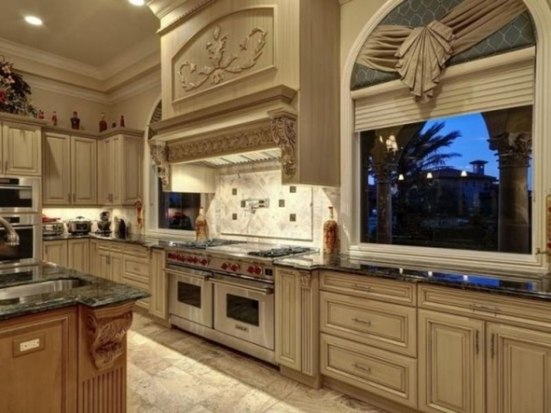A big window in your kitchen lets you see a great view outside - cocinas grandes de lujo