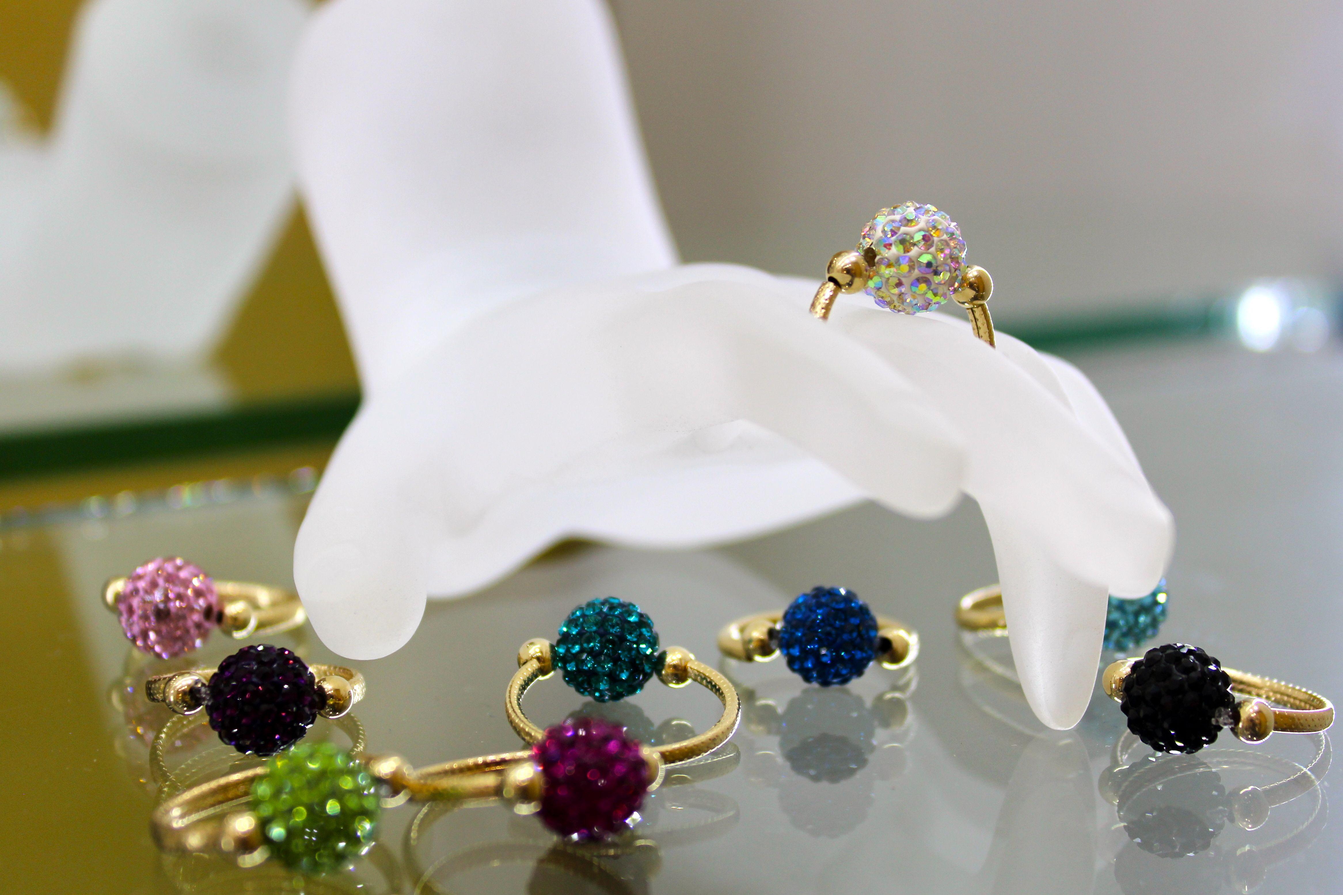 estático Estación Repeler  Anillos Oro Laminado y Cristal Swarovski | Cristal de swarovski, Anillos de  oro, Bisuteria