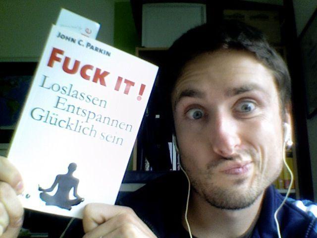 """hangout-lifestyle.de/ach-fuck-it/    Wir sollten einfach mal öfter """"Fuck it"""" sagen, nicht wahr? Ein Bericht auf meinem Blog über dieses Buch.     get connected on the costa"""