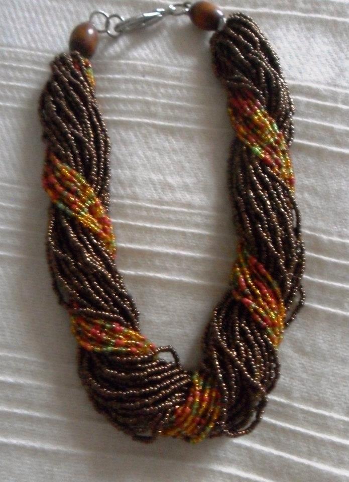 4ca7b26e3a9d Collar de mostacillas entorchado