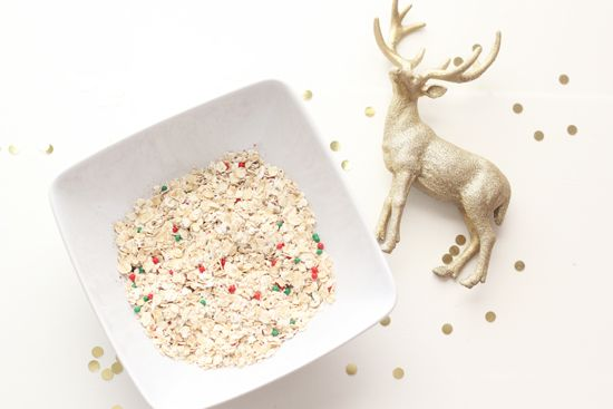 Reindeer food recipe. Oatmeal, sprinkles and glitter. Make for Santa's team and set out with his milk and cookies on Christmas Eve. Magical!