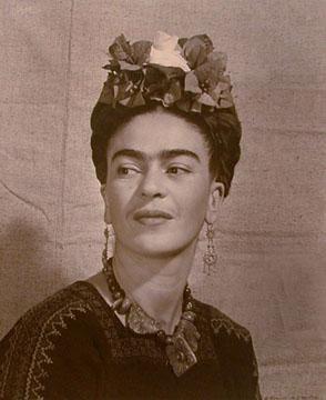 Frida+with+flowers.jpg (294×360)
