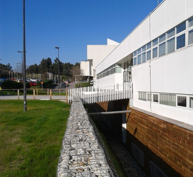 Facultad de derecho aestudio arquitectos coru a for Cobertizo de jardin de techo plano de pvc